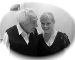 Trotz seiner 92 Jahre noch zu Scherzen aufgelegt: Max Mannheimer und ich.