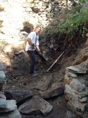 Historiker Gregor ist schon seit rund zwei Jahren regelmäßig bei Sanierungswochenenden auf Burg Falkenstein.