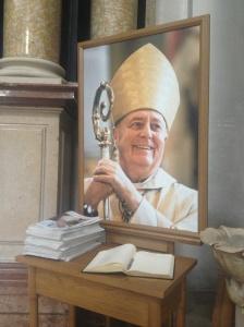Wie sehr Altbischof Eder von seinen Diözesanen geschätzt wurde, zeigten u. a. die Einträge im Kondolzenzbuch, das im Passauer Stephansdom aufgelegt war.