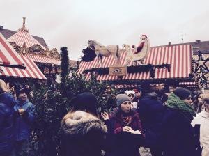 Warum bei der Kinderweihnacht des CHRISTKINDLesmarktes Nürnberg  Weihnachtsmänner dekoriert sind? Ich kann es nicht ganz nachvollziehen...