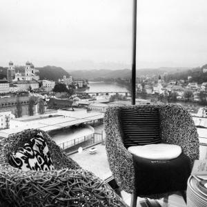 Ausblick aus dem Café Diwan im Stadtturm der sog. Neuen Mitte. Die besten Plätze mit dem schönsten Ausblick sind dort schnell weg. (Foto: Winderl)