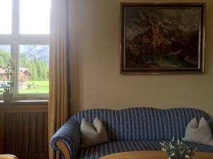Im Eingangsbereich hing ein Portrait von Franz Josef Strauß. Wo ist es nun? War sein Abhängen der Anfang vom Ende? (Foto: Winderl)