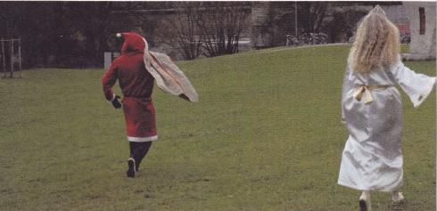 christkind_weihnachtsmann_-hinten